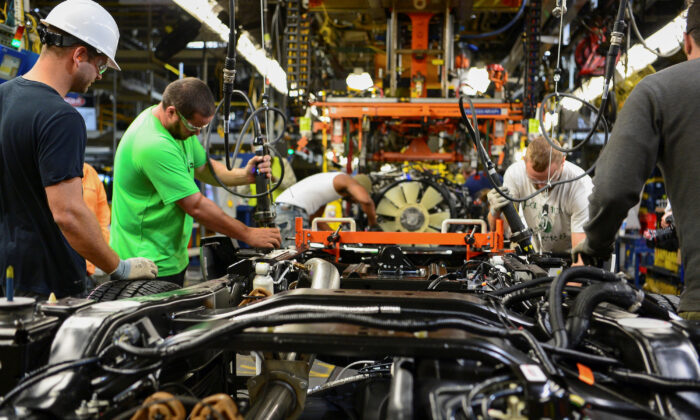 Workers assembling a truck at the Louisville Ford truck plant in Louisville, Ky., on Sept. 30, 2016. (Bryan Woolston/Reuters)