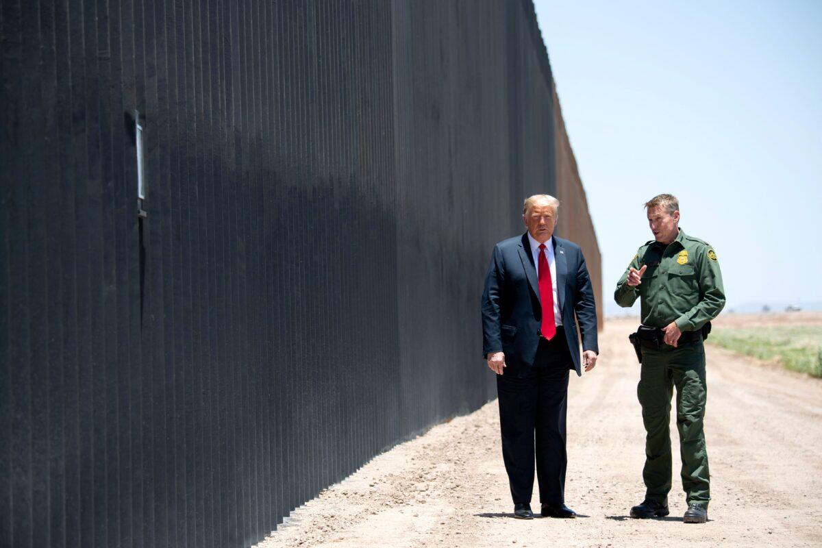 Trump at border wall