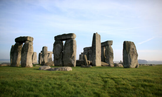 Huge Prehistoric Circle of Mysterious Pits Found Near Stonehenge