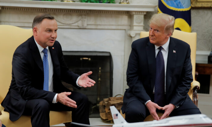U.S. President Donald Trump listens to Poland's President Andrzej Duda during a meeting in the Oval Office at the White House in Washington, U.S., June 24, 2020. (Carlos Barria/Reuters)