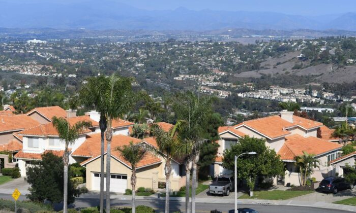 An upscale neighborhood stretches to the horizon in Laguna Niguel, Calif., on Oct. 14, 2018. (Robyn Beck/AFP via Getty Images)