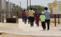 US Judge Orders Migrant Children to Be Released From Family Detention Centers