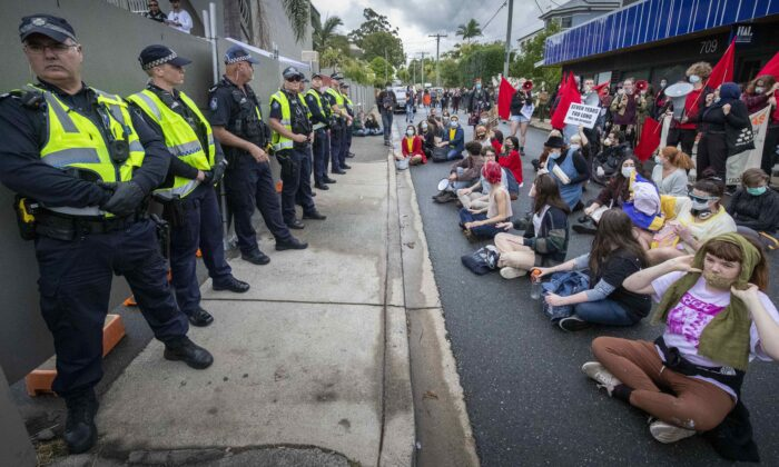 Protesters gather to support asylum seekers detained at the Kangaroo Point Central Hotel in Brisbane, Australia, on June 28, 2020. (AAP Image/Glenn Hunt)