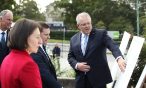 Australian PM Walks Middle Path on Post-Virus Support
