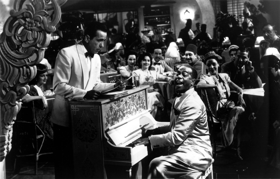 """two men at piano in white jackets in """"Casablanca"""""""