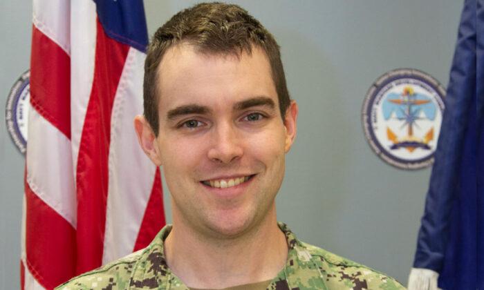 (Ian Delossantos/U.S. Navy)