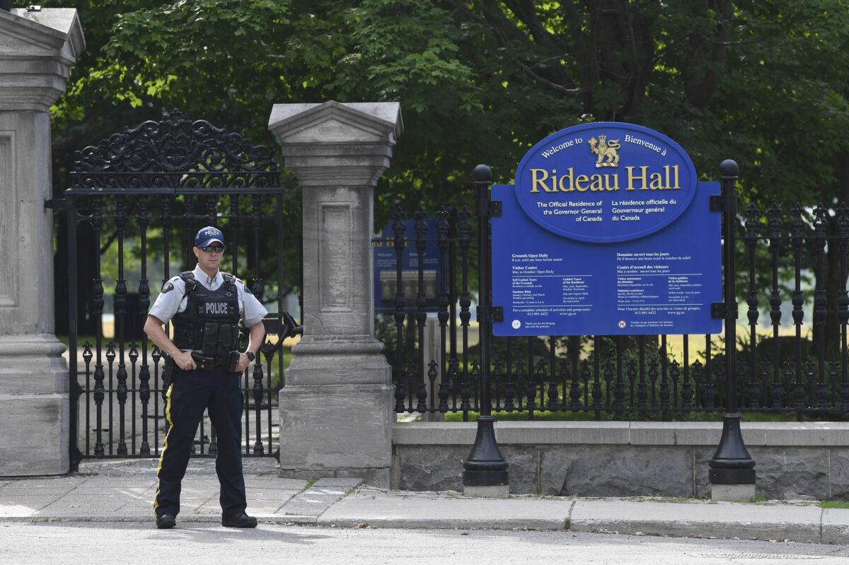 Police arrest armed man outside Justin Trudeau's cottage