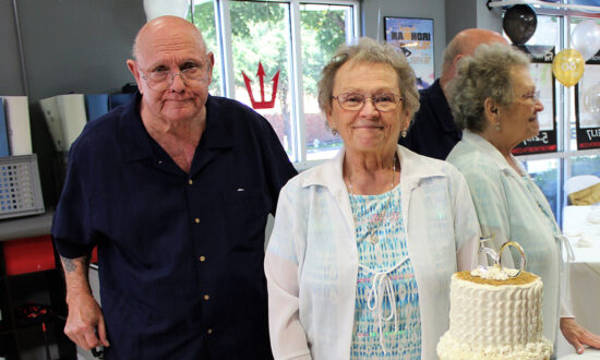 Couple Married for 53 Years Die From COVID-19 Within an Hour of Each Other, Holding Hands
