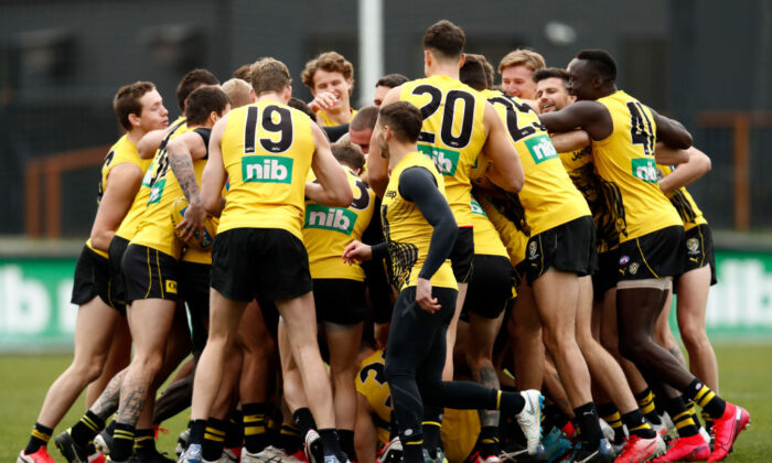 Richmond players huddle during a Richmond Tigers AFL training session at Punt Road Oval on July 03, 2020 in Melbourne, Australia. ( Darrian Traynor/Getty Images)