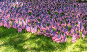 Massachusetts Family Plants Over 8,000 Flags on Front Yard for COVID-19 Deaths in the State