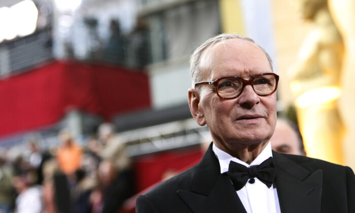 Italian composer Ennio Morricone arrives at the 79th Annual Academy Awards in Hollywood, California, on Feb. 25, 2007. (Mario Anzuoni/Reuters)