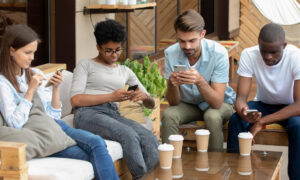 Smartphones Increasingly Affect Modern Relationships