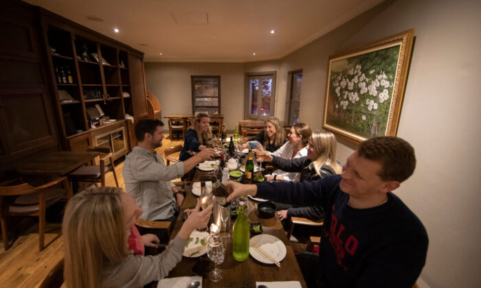 A group of friends dine at Yama Gardens in Darlinghurst on May 15, 2020 in Sydney, Australia.  (Ryan Pierse/Getty Images)