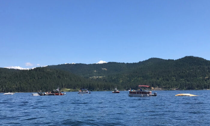 Boaters flag down authorities to a crashed seaplane near Powderhorn Bay on Lake Coeur d'Alene in Idaho on July 5, 2020 (Stephanie Hammett/The Spokesman-Review via AP)