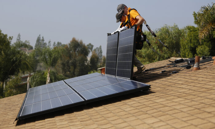 Vivint Solar technicians install solar panels on the roof of a house in Mission Viejo, Calif., on Oct. 25, 2013. (Mario Anzuoni/Reuters)