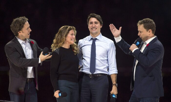 Craig Kielburger (L) and his brother Marc introduce Prime Minister Justin Trudeau and his wife Sophie Gregoire Trudeau at WE Day celebrations in Ottawa on Nov. 10, 2015. (The Canadian Press/Adrian Wyld)