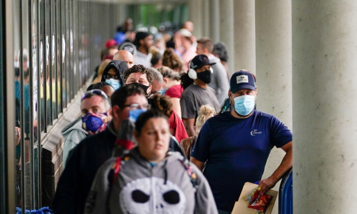 Hundreds of people line up outside a Kentucky Career Center hoping to find assistance with their unemployment claim in Frankfort, Ky., on June 18, 2020. (Bryan Woolston/Reuters)
