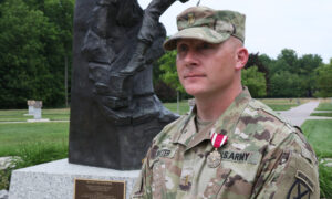 Quick-Thinking US Army Soldier Performs Heimlich Maneuver, Saves Choking Baby's Life