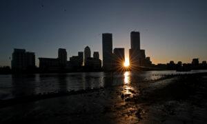 UK Economy to Slump Over 10 Percent, Debts to Surge: Moody's