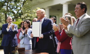 Trump Signs Executive Order on Hispanic Prosperity Initiative