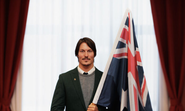Alex Pullin of Australia poses with the Australian Flag after being announced as the Flag Bearer for Australia at the Sochi Olympics Opening Ceremony at the Golden Tulip Hotel on February 6, 2014 in Sochi, Russia.  (Photo by Adam Pretty/Getty Images)