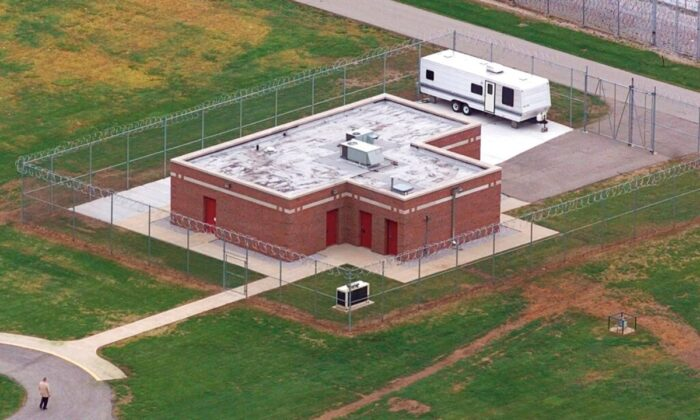 An aerial view of the execution facility at the United States Penitentiary in Terre Haute, Ind., is shown, on June 11, 2001. (Michael Conroy/AP Photo)