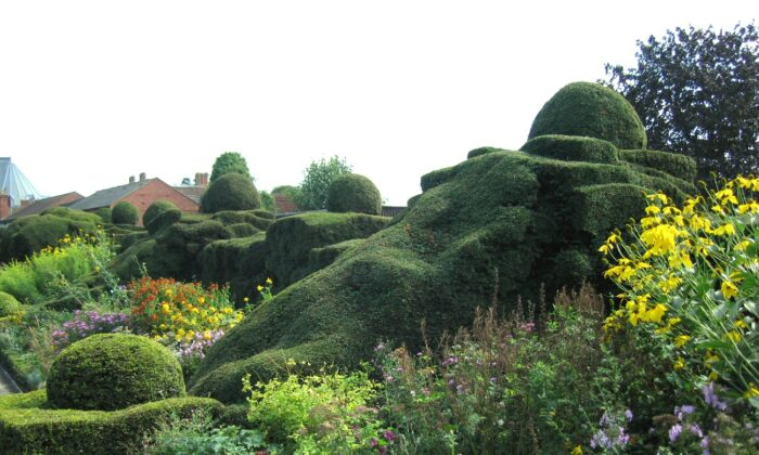 Great Garden at New Place in Stratford-upon-Avon, England, where William Shakespeare's house once stood. (CC BY 2.0)