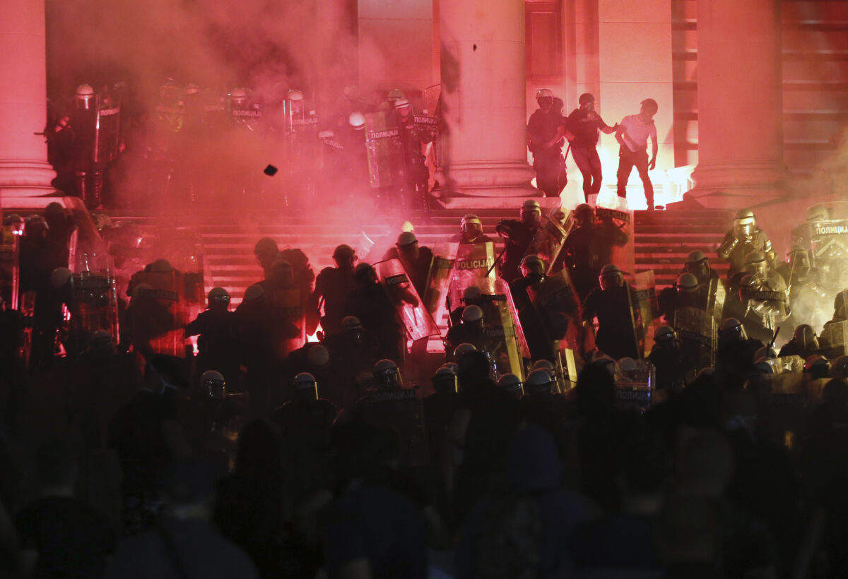 Protesters clash with Serbian riot police