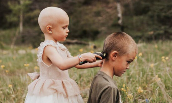Brother Supports 3-Year-Old Sister With Cancer by Shaving His Head so That She's Not Alone