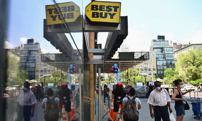 People wearing masks walk past a Best Buy store near Union Square in New York City, on June 25, 2020. (Angela Weiss/AFP via Getty Images)
