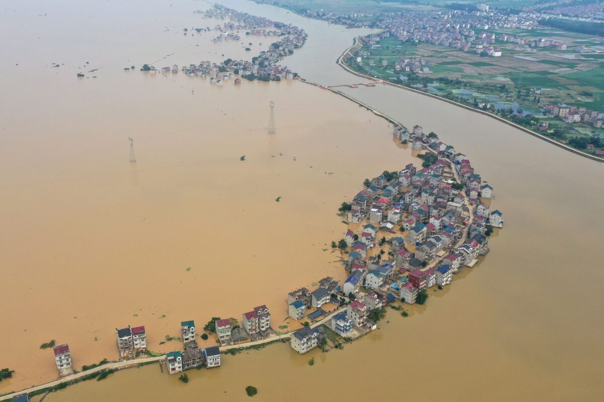 Chinese Impacted by Disasters Get $1.50; Yangtze River Level Could Submerge First Story of Buildings