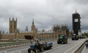 Brexit Is Back: UK Aims to Prepare Public for Jan. 1 EU Break