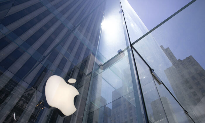 Apple's Fifth Avenue store New York, on June 16, 2020. (Mark Lennihan/AP Photo)