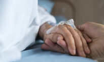 Couple of 69 Years With Terminal Cancer Clutch Hands, Share Final Goodbye in Hospital