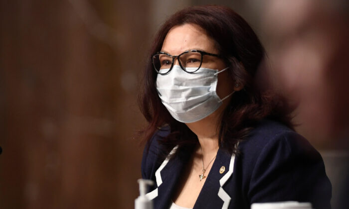 Sen. Tammy Duckworth (D-Ill.) wears a mask during a Senate Armed Services hearing on Capitol Hill in Washington, D.C., on May 7, 2020. Kevin Dietsch/Pool via Reuters)