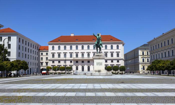 Siemens Headquarter at Wittelsbacher Platz, in Munich, Germany, on July 9, 2011. (Meinzahn/Stock Photos)