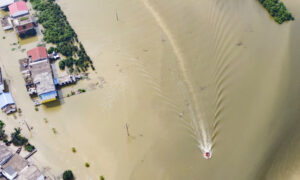 China's Mighty Yangtze Nears Crest Again, New Floods Feared