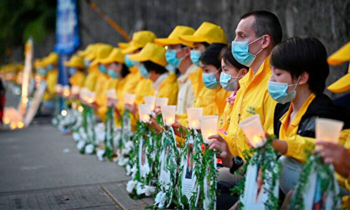 Falun Gong adherents held a candlelight vigil in front of the Chinese Consulate in Vancouver to highlight the persecution of their faith in China on July 10, 2020. (Minghui)