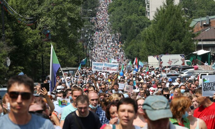 People take part in a rally in support of arrested regional governor Sergei Furgal who is accused of organising the murder of several entrepreneurs 15 years ago, in Khabarovsk, Russia on July 18, 2020. (Evgenii Pereverzev/Reuters)