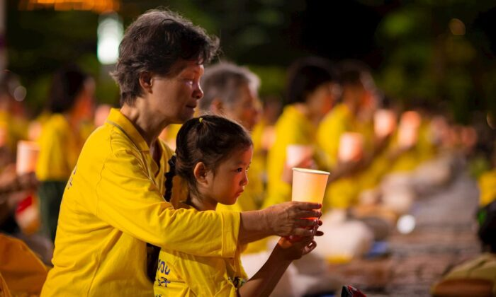 Falun Gong practitioners hold a vigil to commemorate the 21st anniversary of the persecution of Falun Gong in China in Taipei, Taiwan, on July 18, 2020. (Minghui)