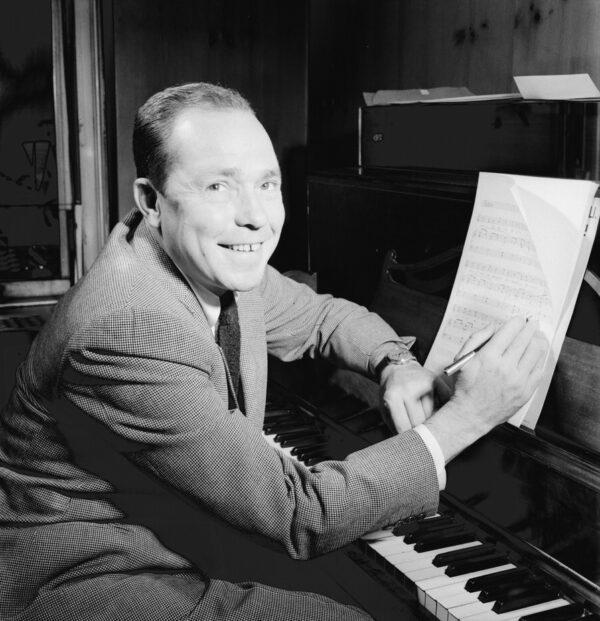 Johnny_Mercer,_New_York,_N.Y.,_between_1946_and_1948_(William_P._Gottlieb_06121)