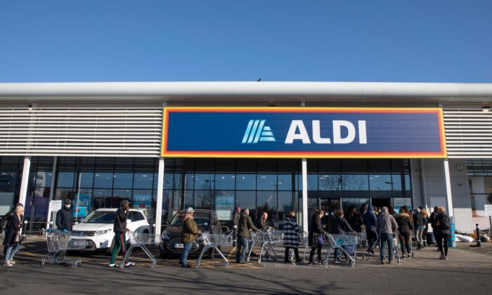 Shoppers queue outside an Aldi supermarket in London, UK, on March 23, 2020. (Dan Kitwood/Getty Images)