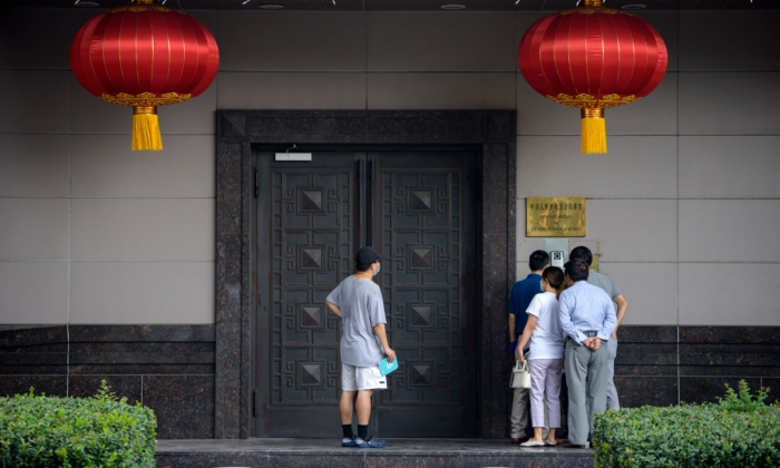 People attempt to talk to someone at the Chinese consulate in Houston on July 22, 2020. (Mark Felix/AFP via Getty Images)