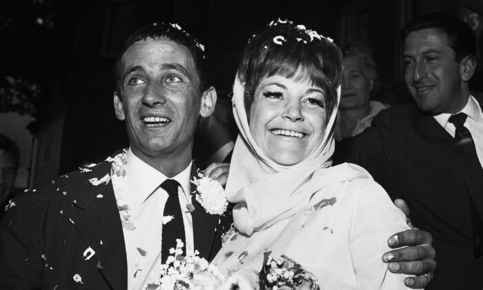Jazz singer Annie Ross (R) and actor Sean Lynch are covered with confetti after their marriage in London on Aug. 19, 1963. (Dear, File/AP Photo)