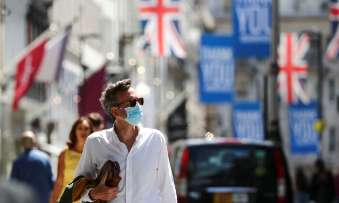 A shopper wears a face mask in Old Bond Street, London, Britain, on July 18, 2020. (Simon Dawson/Reuters)