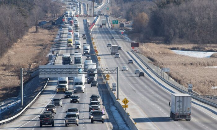 Vehicles on Highway 401 westbound in Kingston, Ont., on Jan. 11, 2019. Two officials from the Chinese Consulate in Toronto had their cars seized by police for stunt driving on the 401 on July 4, 2020. (The Canadian Press/Lars Hagberg)