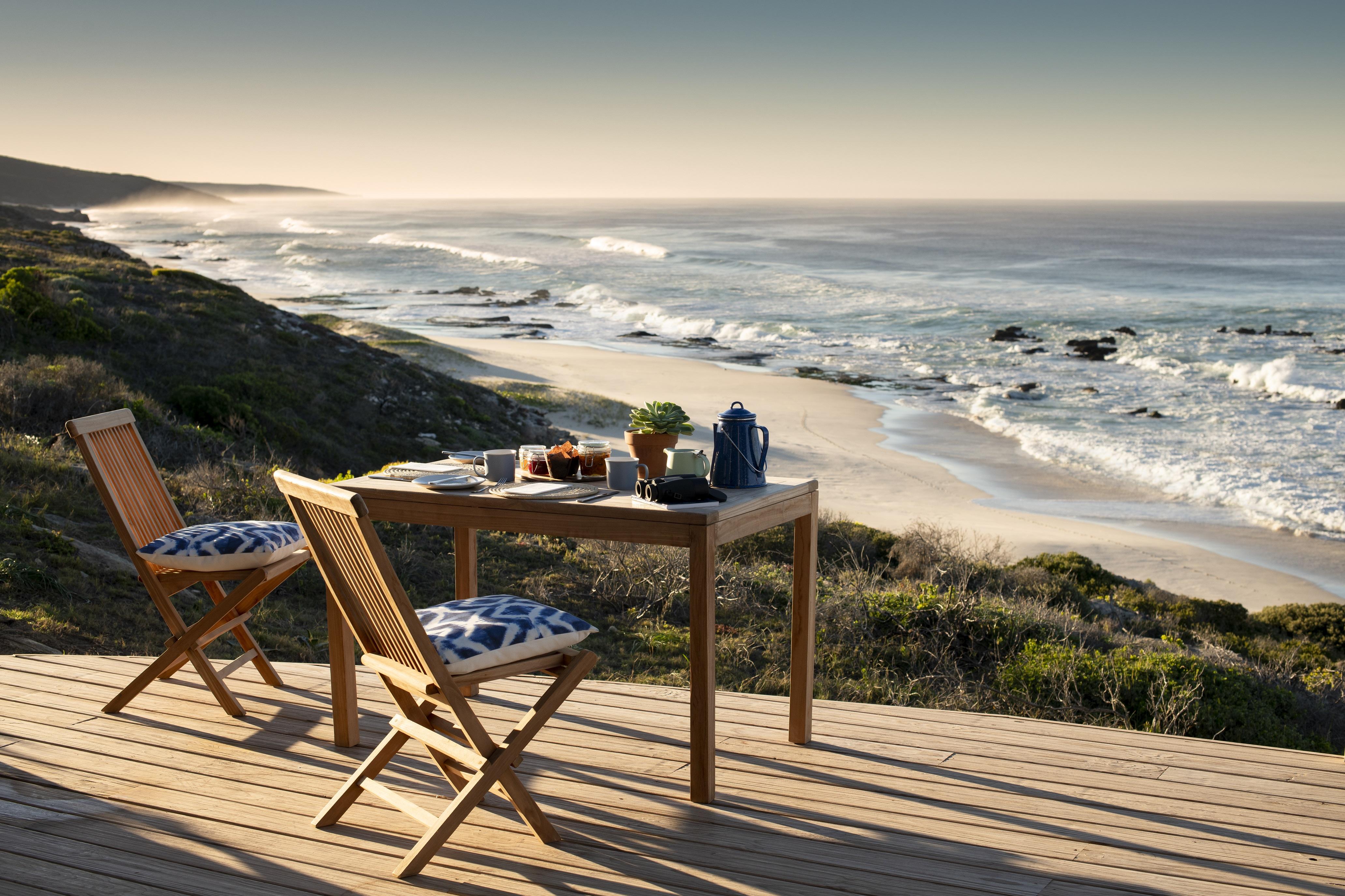 Lekkerwater Beach Lodge - Breakfast on the veranda
