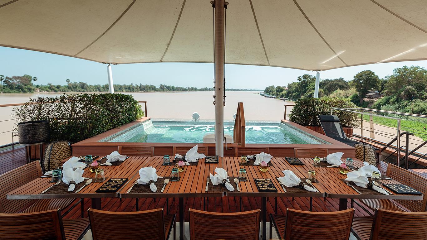 Aqua Mekong - Outdoor Dining