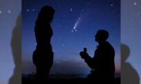 2 Couples Propose in Front of Rare Comet for Once-in-a-Lifetime Cosmic Engagement Photo