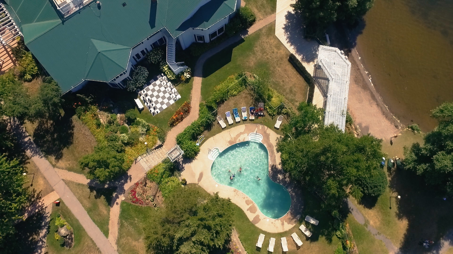 Elmhirst_aerial_outdoorpool